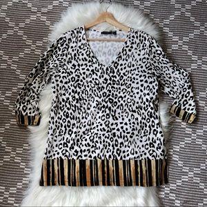 🐝3/$30 Susan Graver Weekend Leopard V-neck blouse